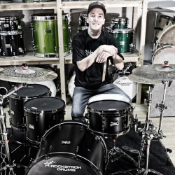 Tobias Gerth mit Rockstroh Drums Custom Set